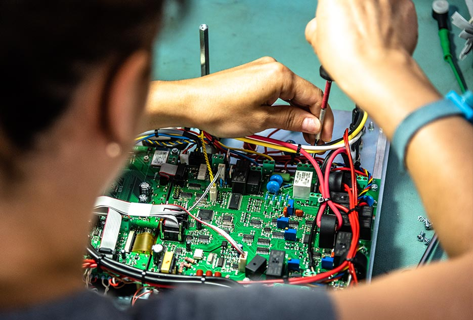 Electro-mech. assembly